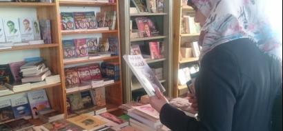 """خاص لـ""""وطن"""" بالفيديو .. معرض يعيد الحياة للكتب """"المستعملة"""" في غزة"""