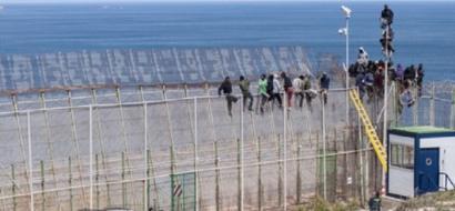 مئات المهاجرين يقتحمون الحدود في جيب سبتة بالمغرب