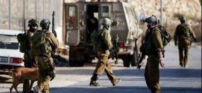 الاحتلال يعتقل شابا من جنين ويحتجز آخرين لساعات على حاجز عسكري