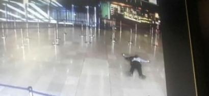 مقتل شخص انتزع سلاحا من رجل أمن بباريس