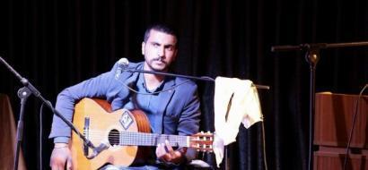 """خاص لـ """"وطن"""": بالفيديو.. الخليل:  أمير يدحّي على الجيتار"""