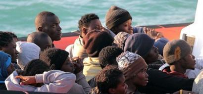 """فيديو.. تعذيب واغتصاب وبيع وشراء خلال """"انقاذ"""" مهاجرين في البحر"""