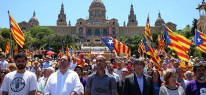 كلاسيكو سياسي بين  برشلونة ومدريد حول استفتاء استقلال كاتلونيا