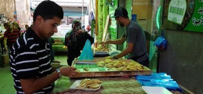 """خاص لـ""""وطن"""" بالفيديو : أسواق طولكرم.. أجواء رمضانية وبضائع مكدسة وقدرة شرائية متدنية"""