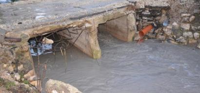 """خاص لـ""""وطن"""": بالفيديو.. طولكرم: المواطنون يطالبون بتأهيل جسر وادي الزومر قبل انهياره"""