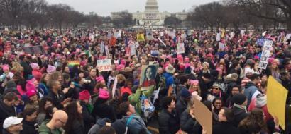 صور .. احتجاجات نسائية في العالم ضد ترامب