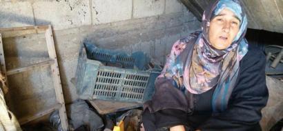 """خاص لـ""""وطن"""": بالفيديو.. غزة: سهام تكافح الفقر ببيع الملابس بسعر زهيد"""