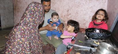 """خاص لـ """"وطن"""" بالفيديو..  غزة: الفقر والمرض دفع عائلة عاصي لكره الحياة"""