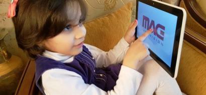 """خاص لـ""""وطن"""" بالفيديو.. طولكرم: طفلة تتحدث الإنجليزية بـ""""الفطرة"""" .. تناشد وزير""""التربية"""" تبنيها"""