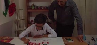 """خاص لـ""""وطن"""" بالفيديو .. الخليل: يرى الواقع من خلال لوحاته .. الفتى الحلايقة يبدع بالرسم ويطمح للعالمية"""
