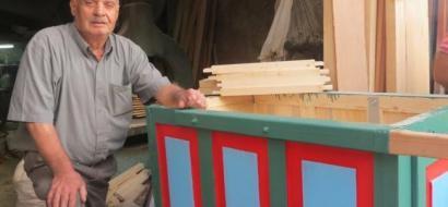"""خاص لـ""""وطن"""": بالفيديو.. نابلس: عرفات.. 50 عامًا في صناعة العربات الخشبية"""