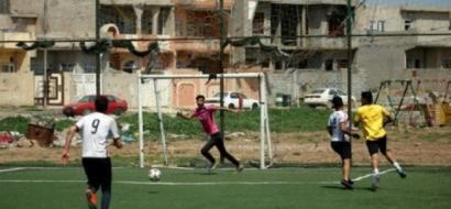 في الموصل.. يلعبون كرة القدم لمحو أيام داعش من حياتهم