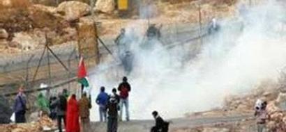 قوات الاحتلال تقمع مسيرة المعصرة