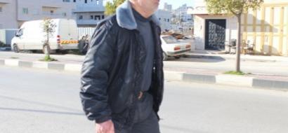 """خاص لـ""""وطن"""" بالفيديو .. الخمسيني زلوم يهجر السيارات والسجائر بالمشي 14 كم يوميًا"""
