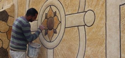 """خاص لـ""""وطن """" بالفيديو .. الخليل : الجعبري .. كيف تصبح حبات الرمل جدارية زاهية ؟"""