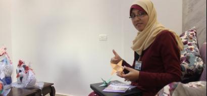 """خاص لـ""""وطن"""" بالفيديو.. غزة: إعاقات وصال لم تمنعها من الإبداع"""
