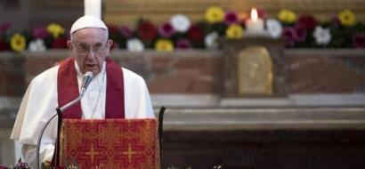 """البابا يشبه بعض مراكز إيواء اللاجئين بـ""""معسكرات الاعتقال"""""""