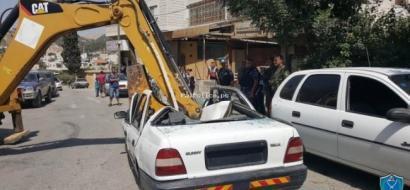 أب يسلم مركبة ابنه غير القانونية للشرطة في الخليل