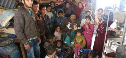 """خاص لـ """"وطن"""" بالفيديو .. 45 فرداً في بيت متهالك .. عائلةٌ من غزة فريسة للفقر والمرض"""