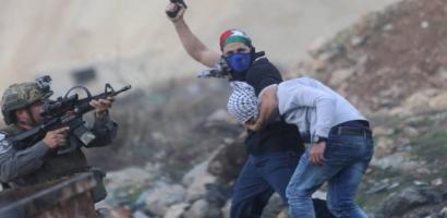 في يومها الثاني عشر.. تواصل المواجهات مع الاحتلال في الضفة