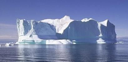 قمر صناعي يرصد انهيار قطعة جليد هائلة في القطب الجنوبي