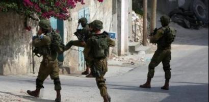 قوات الاحتلال تخطر بهدم مدرسة وعشرات المساكن في يطا جنوب الخليل
