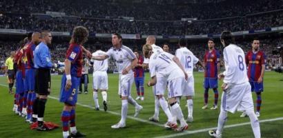 """برشلونة يحسم جدل """"الوقفة الشرفية"""" لريال مدريد"""
