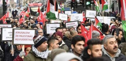 مسيرات وتظاهرات في عدة مدن ايطالية تنديدا بإعلان ترامب