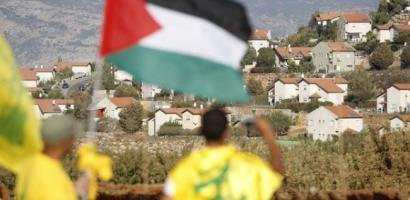 """الاحتلال يستنفر بعد رفع علم فلسطين وراية """"حزب الله"""""""