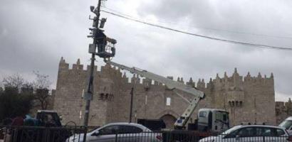 القدس: الاحتلال ينصب كاميرات مراقبة جديدة بمحيط باب العمود