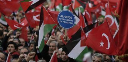 """تضامنا مع أهالي القدس.. الآلاف في أنقرة يهتفون """"كفاحهم كفاحنا"""""""