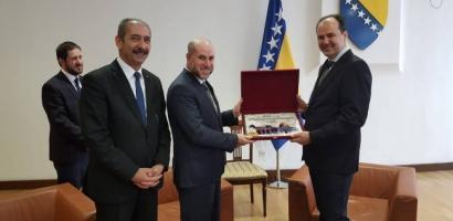 الهباش يلتقي رئيسي مجلس النواب والشعوب في جمهورية البوسنة ويدعوهم لزيارة القدس