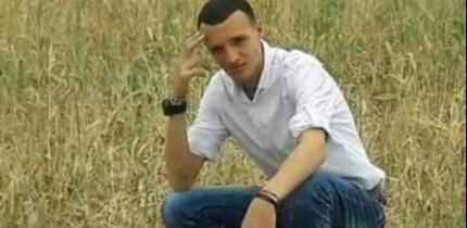 """بالفيديو   تشييع جثمان الشاب حسن أبو زايد الذي قُتل برصاص """"حماة الثغور"""" شرق غزة"""