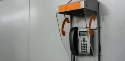 """مصادر لوطن: مصلحة سجون الاحتلال بدأت بتركيب هواتف عمومية في أقسام أسرى """"حماس"""" دون تشغيلها"""