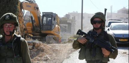 الاحتلال يهدم ثلاثة منازل في القدس ومخيم العرّوب