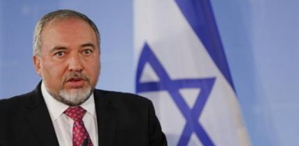 صواريخ غزة تطيح بوزير جيش الاحتلال ليبرمان