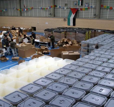 ماجد العاروري لوطن: تطبيق نظام التصويت الالكتروني يتيح مشاركة المقدسيين في الانتخابات