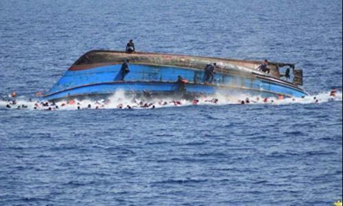 مصرع 180 شخصًا بغرق عبارة في إندونيسيا