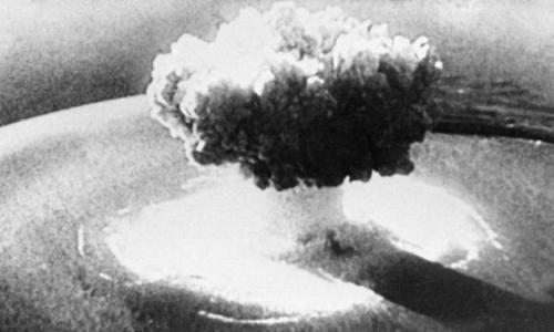 خبير أمريكي يكشف خطط واشنطن لإلقاء 6 قنابل نووية على موسكو