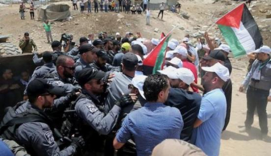 البرغوثي لوطن : المقاومة الشعبية دفعت المجتمع الدولي للضغط على إسرائيل لردعها عن هدم الخان الأحمر