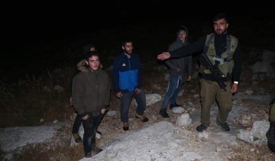 مستوطنون يطلقون الرصاص الحي صوب منزل قرب مدخل حزما