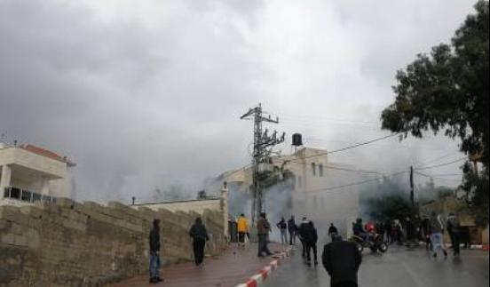 إصابات بالاختناق عقب قمع الاحتلال مسيرة مناهضة للاستيطان في بيت دجن