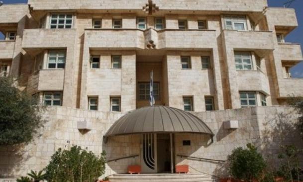 طاقم السفارة الاسرائيلية بمن فيهم القاتل وصلوا الى تل ابيب