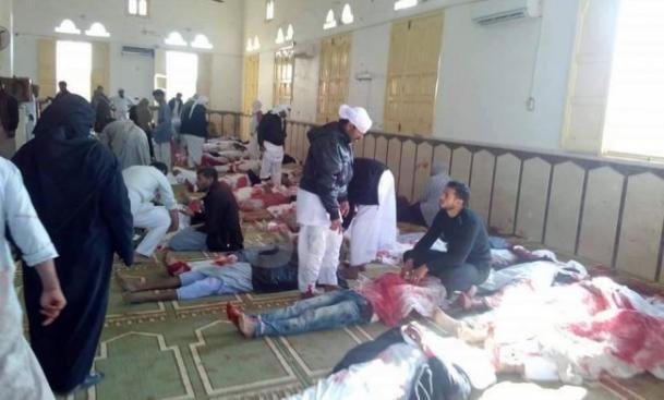 235 قتيلا وعشرات الجرحى بتفجير مسجد في العريش المصرية