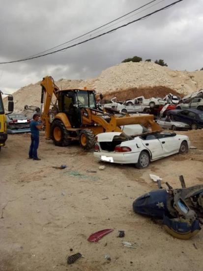 إتلاف 323 مركبة غير قانونية في رام الله والخليل