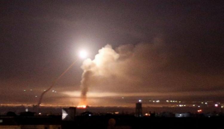 الدفاعات الجوية السورية تتصدى لعدوان جوي إسرائيلي في أجواء دمشق