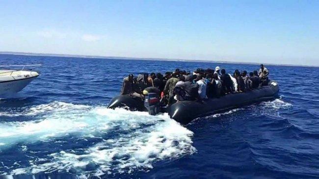 انقاذ 169 مهاجرا غير شرعي في المتوسط
