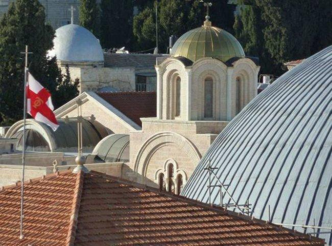 """""""بطريركية القدس للروم الارثوذكس"""" تطالب بلدية حيفا الاعتذار وإزالة لوحات مسيئة للديانة المسيحية"""