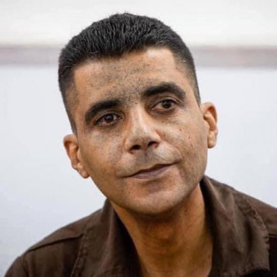 بعد تمكن المحامي من زيارته: زكريا الزبيدي تعرض للتنكيل الشديد خلال الاعتقال ويعاني من كسر في الفك وكسرين بالاضلاع
