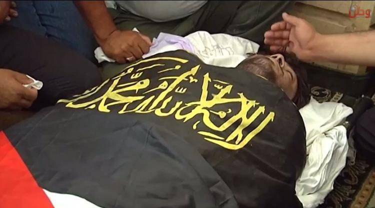 بالفيديو.. الالاف يشيعون جثمان الشهيد علاء الزغير في بلدة اذنا